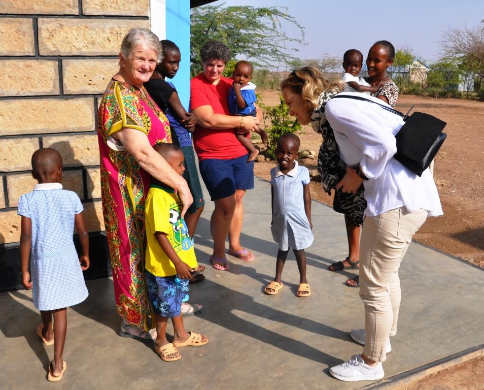 Saab director meets Kindfund children