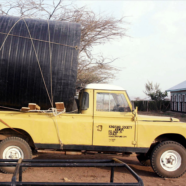 kindfund landrover transporting watertank